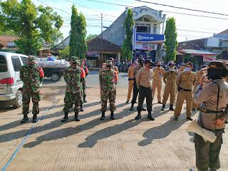 Anggota Koramil 05/Mayong Ikuti Serta Dalam Penertiban Pemakaian Masker Kepada Masyarakat