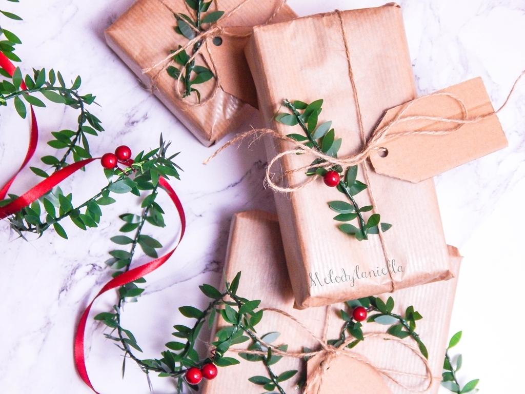 5 jak zapakować prezenty świąteczne w papier pakowy pomysły na pakowanie prezentów jak zapakować pudełko w papier pomysły na papier pakowy trzy sposoby na pakowanie prezentów poradnik tutorial jak pakować