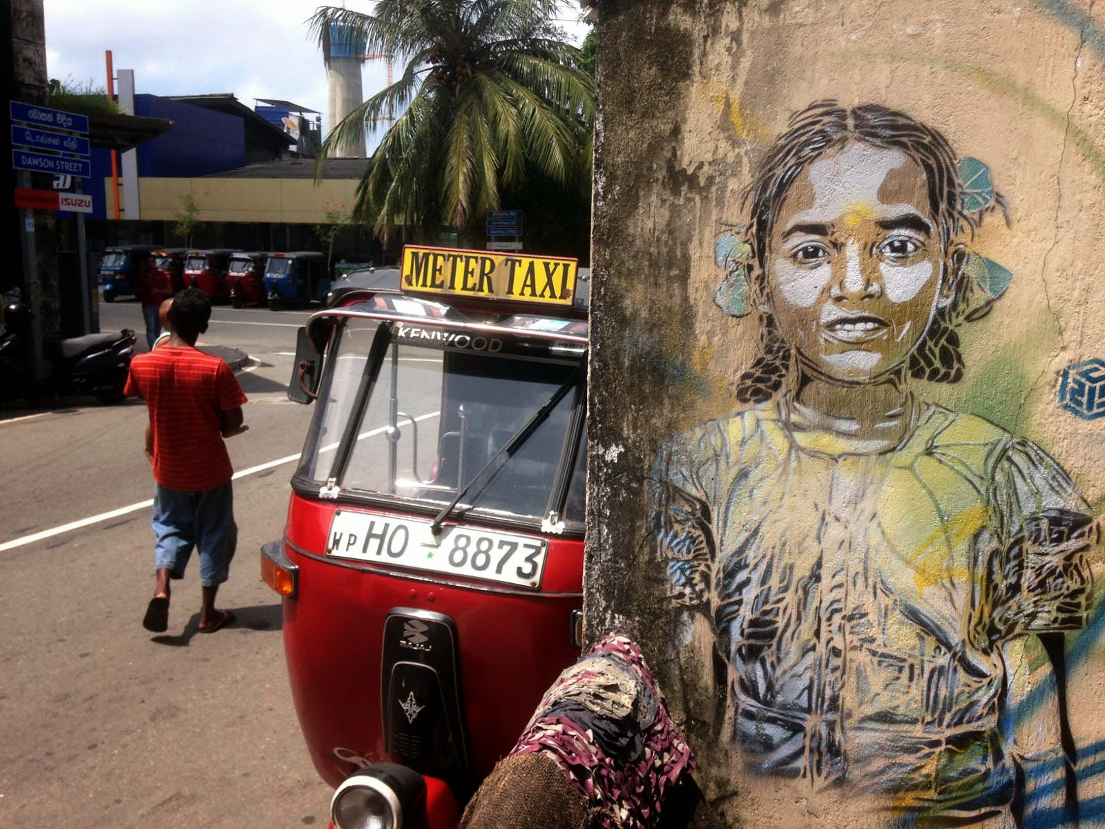 C215 is currently in Sri Lanka where he spent the last few days beautifying the streets with his intricate stencils.