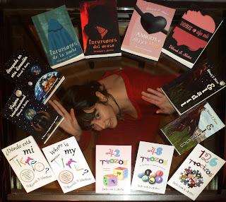 la escritora española Déborah F. Muñoz con todos sus libros