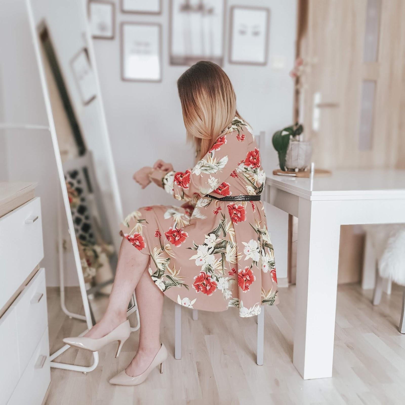 Wiosenna stylizacja - sukienka z kwiatowym printem od Dresslily