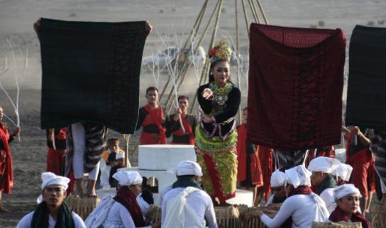 Eksotika Bromo Tahunan menghidupkan upacara 'Yadnya Kasada'