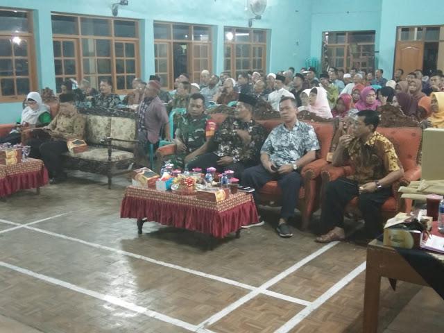 Babinsa Desa Pulosari Koramil 03/Kebakkramat Sertu Latif bersama Forkopimca