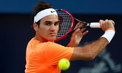 Biografi Roger Federer          Roger Federer (pengucapan Jerman: [fe ː dərər], lahir 8 Agustus 1981) adalah seorang petenis Swiss profesional yang, per Maret 2013, berada di peringkat dunia No 2 oleh ATP. Banyak analis olahraga, kritikus tenis dan mantan pemain dan saat ini menganggap Federer petenis terbesar sepanjang masa Dia memiliki dunia beberapa pria ini catatan Era Terbuka:. Memegang dunia tidak. 1 posisi 302 minggu secara keseluruhan,  a-237 berturut-turut minggu peregangan di bagian atas mulai tahun 2004 sampai 2008 pemenang 17 gelar Grand Slam, mencapai final setiap turnamen Grand Slam setidaknya lima kali (sebuah rekor sepanjang masa), dan mencapai final Wimbledon delapan kali.   Dia adalah salah satu dari tujuh laki-laki, dan satu dari empat di Era Terbuka, untuk menangkap karir Grand Slam, dan salah satu dari tiga (dengan Andre Agassi dan Rafael Nadal) untuk melakukannya secara terpisah di lapangan tanah liat, rumput, dan lapangan keras. Federer juga berbagi catatan Era Terbuka untuk sebagian gelar Grand Slam di Australia Terbuka dengan Agassi dan Novak Djokovic (4 judul), di Wimbledon dengan Pete Sampras (7 judul) dan di AS Terbuka dengan Jimmy Connorsdan Sampras (5 judul).   Federer turnamen ATP catatan termasuk memenangkan enam ATP