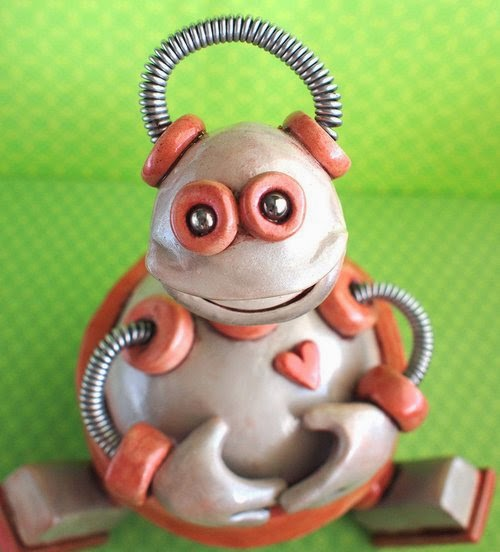 05-Keepsake-Vessel-HerArtSheLoves-Clay-Robot-World-Sculptures-www-designstack-co