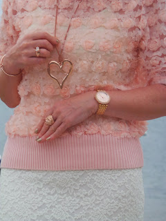 Close up of the Amazing Lace outfit worn by Annas Island Style