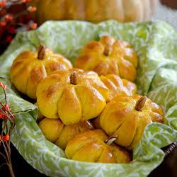 ★★★★★ |   Pumpkin-Shaped Dinner Rolls
