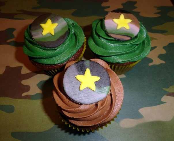 ❶Украшение капкейков на 23 февраля|Популярные подарки на 23 февраля|Торт три шоколада | Recipe | Торты | Pinterest||}