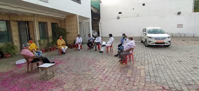 समाजसेवियों द्वारा सम्मानित किए गए होटल श्रीहरि में कोरोना योद्धा       संवाददाता, Journalist Anil Prabhakar.                 www.upviral24.in