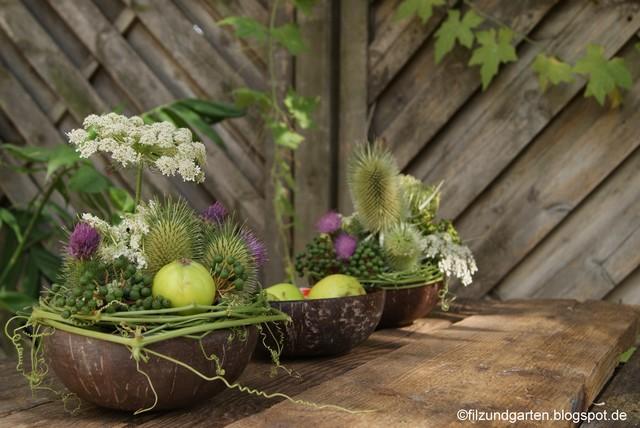 Tischdekoration in Kokosschale