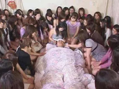 """Thâm cung bí sử phim """"người lớn"""": Diễn viên nam có thể phải quan hệ thật với... 8000 cô gái, """"Huyền thoại"""" trong làng phim người lớn của Nhật - Shimiken thường được yêu cầu """"diễn"""" 8-9 tiếng mỗi ngày"""