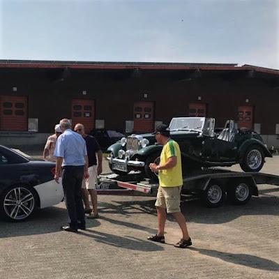O MP Lafer de Stoll na carreta a ser puxada por um BMW.
