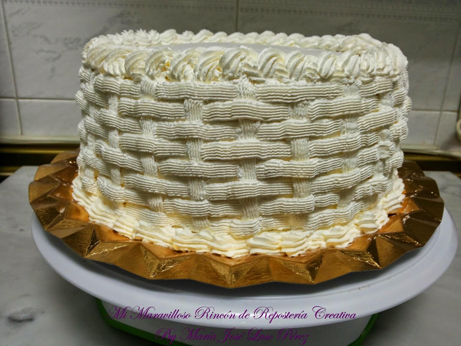Para cubrir el contorno de la tarta, con el entramado de cesta usé la