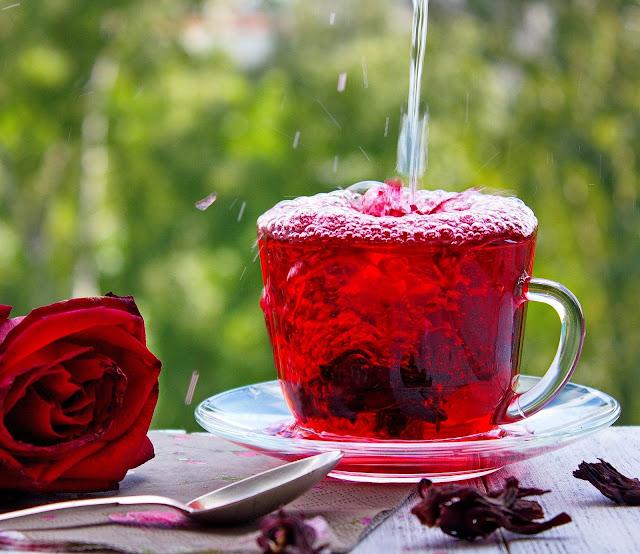 Hibiscus Tea : Health Benefits , Recipe  and preparation