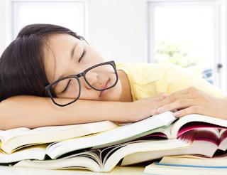 akibat tidur pake kacamata