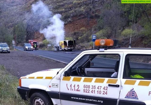 Se incendia un furgón de reparto en Tijarafe