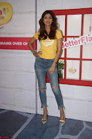 Shilpa Shetty super cute fit in Yellow T Shirt 06.JPG