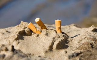 Ψήφισμα: Συμφωνείτε να απαγορευτεί το κάπνισμα σε πάρκα και παραλίες