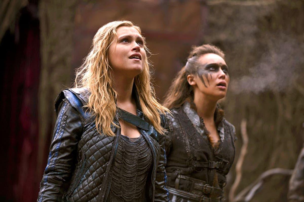 Clarke y Lexa en 'The 100'