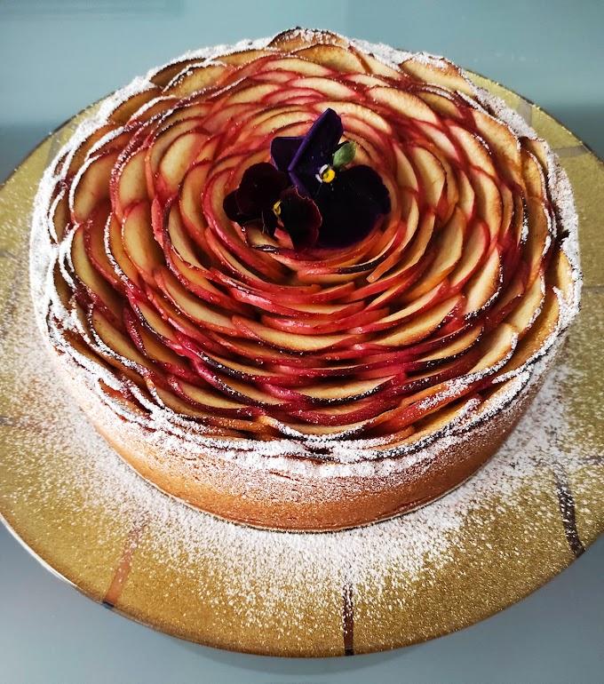 Φανταστική νηστίσιμη μηλόπιτα με κρέμα άνθος αραβόσιτου