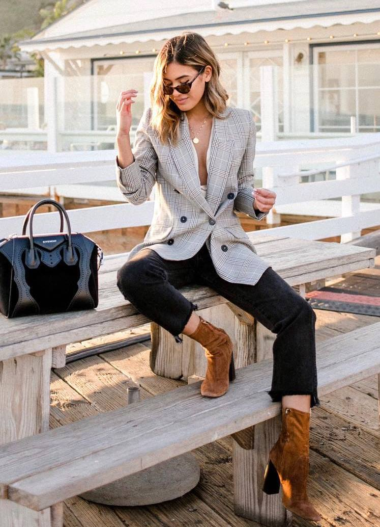 how to wear a grey blazer : black bag + skinnies + brown boots