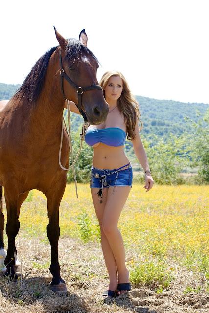 jordan-carver-quarter-horse-best-hot-photoshoot-sexy-image-in-hd-19