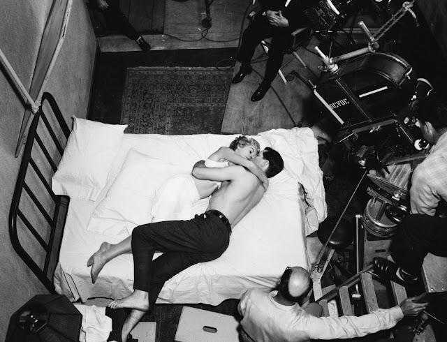 Foto dos bastidores do filme Psycho, ou Psicose, lançado em 1960 por Alfred Hitchcock.