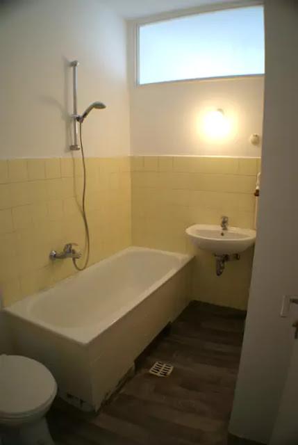 Banheiro com banheira típico da Alemanha