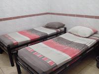 kamar tidur hotel tri star