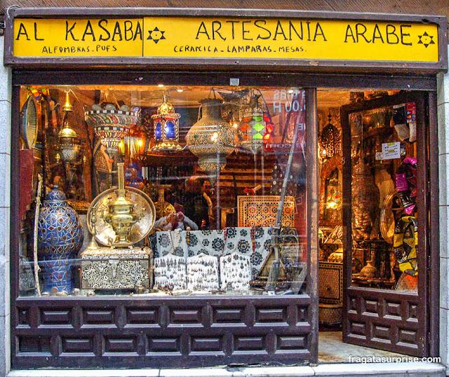 Loja de artesanato árabe em Toledo, Espanha
