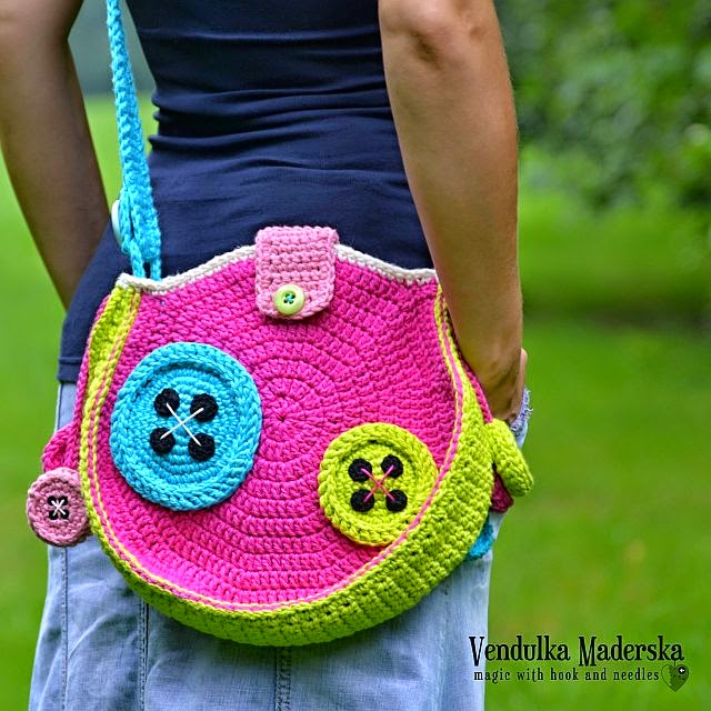 Crochet buttons bag pattern
