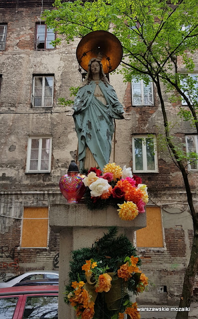 Warszawa Warsaw kapliczka Praga Północ podwórko