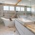 Banheiro com banheira de imersão e mármore Monte Cristo Macchiaoro!