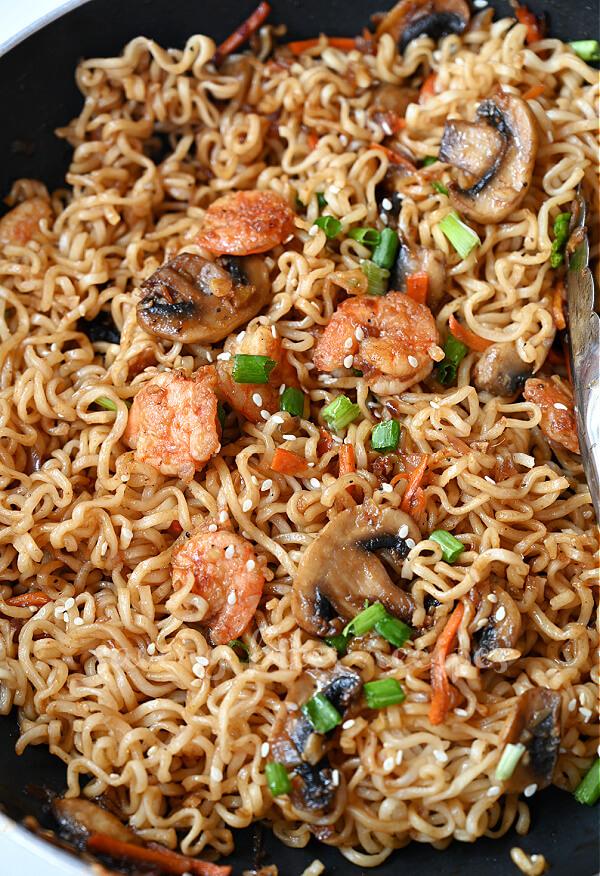 a close up of sesame ramen noodles