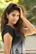 Karuna photos in jeans-thumbnail-18
