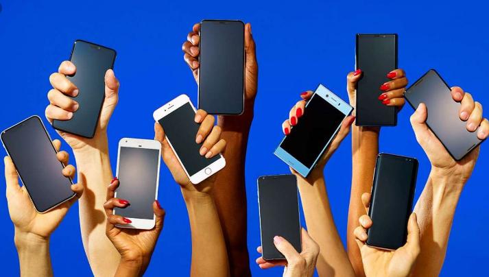 وفق تقرير صادر عن مؤسسة IDC المتخصصة في أبحاث السوق فقد حقق سوق الهواتف الذكية نموا يقدر ب 8 في المئة مقارنة بنفس الفترة من العام الماضي.