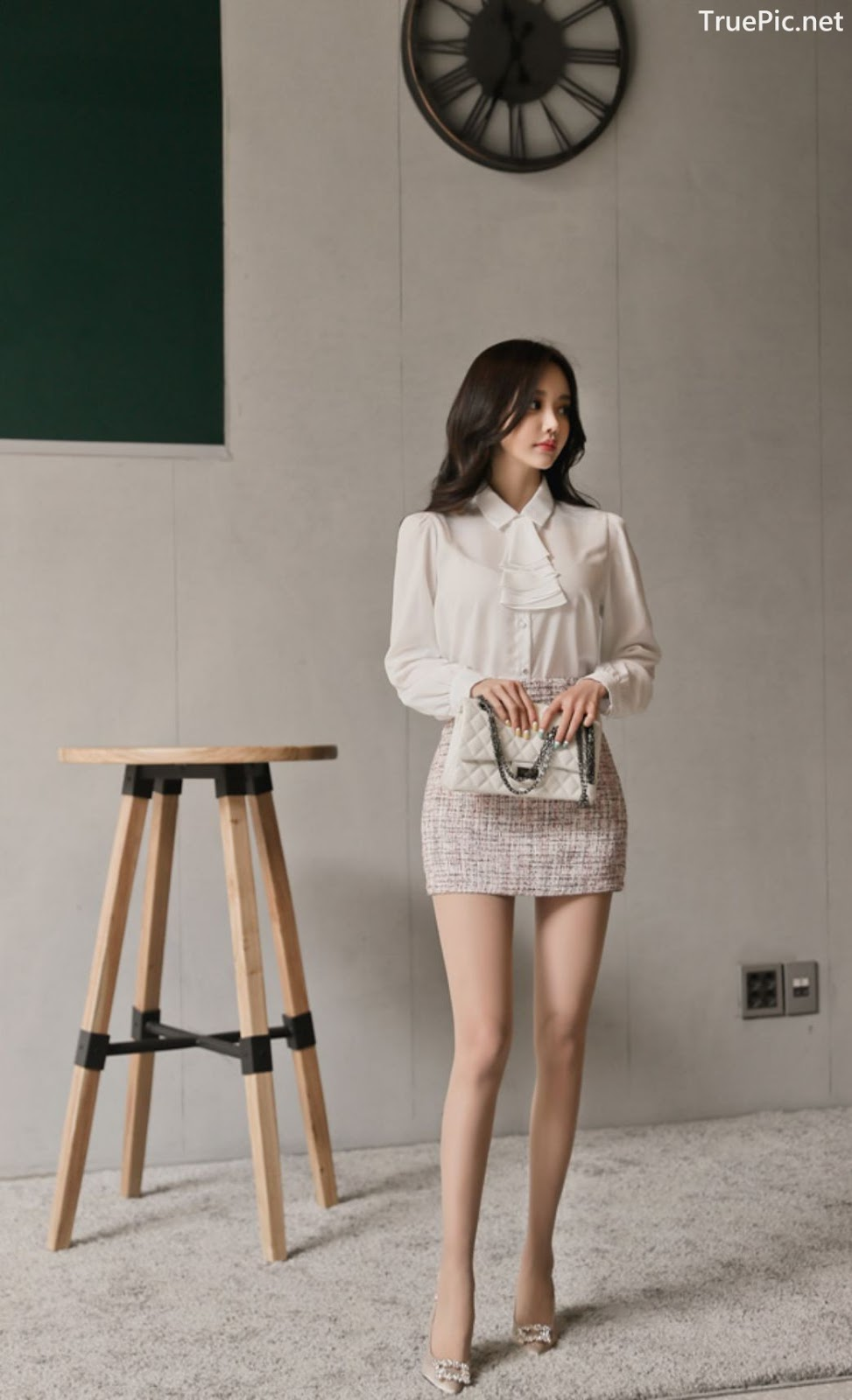 Image-Hot-Korean-Fashion-Model-Son-Yoon-Joo-She-So-Lovely-With-Miniskirt-TruePic.net- Picture-9