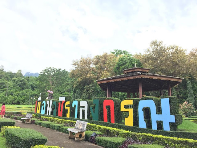 เขื่อนวชิราลงกรณ์ หรืออีกชื่อ เขื่อนเขาแหลม ห่างจากตัวเมืองกาญจนบุรีประมาณ 153 กิโลเมตร