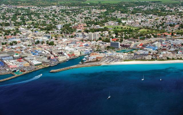 Vue aérienne du port de la ville