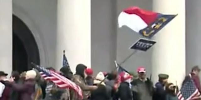 Penampakan Bendera 'Merah Putih' Dalam Aksi Kerusuhan Capitol Hill Mengejutkan, Ini Penjelasannya