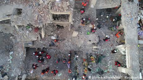 Ο σεισμός στην Τουρκία αφορμή κριτικής στον Ερντογάν