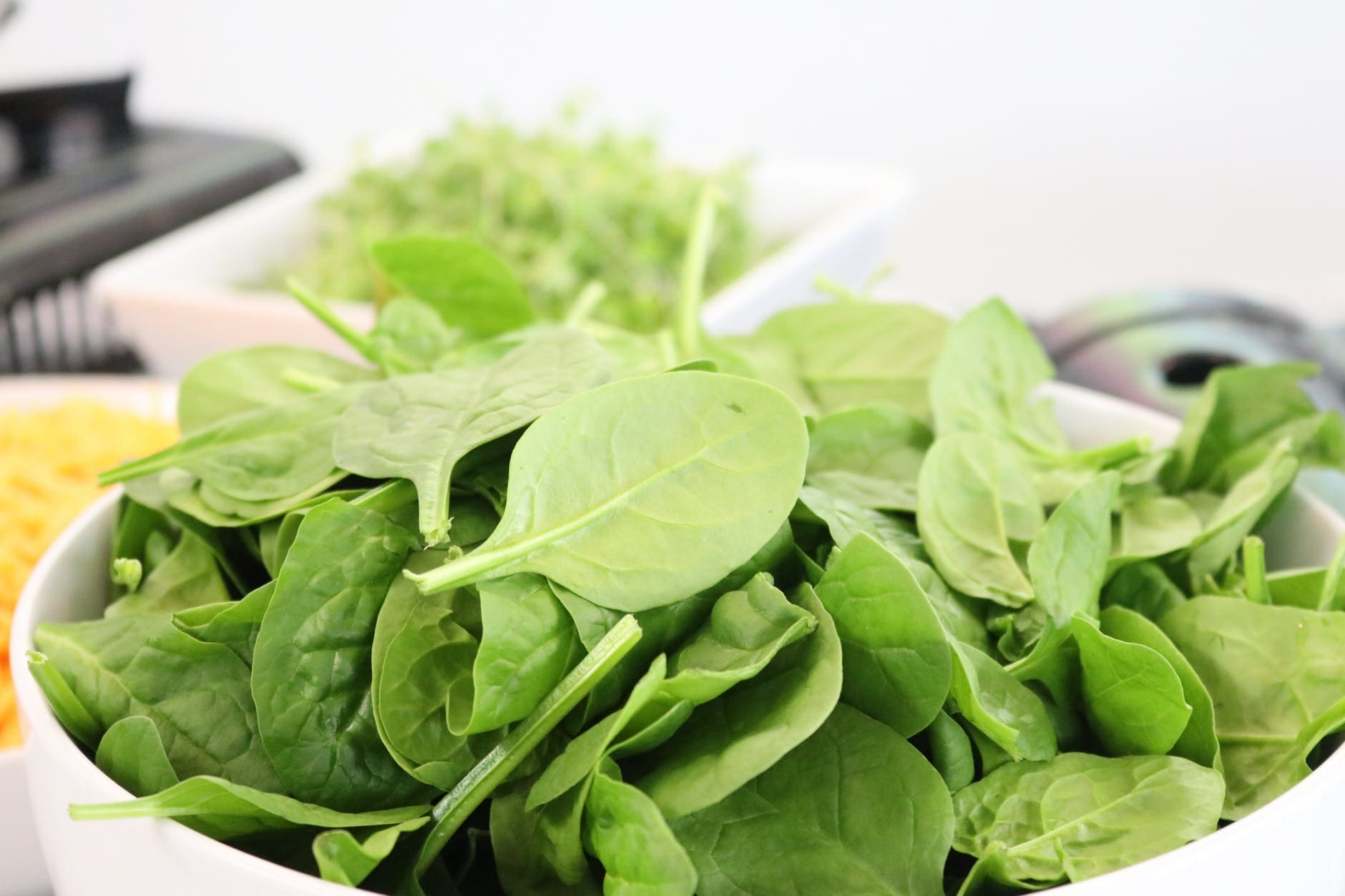 How to make a salad of arugula with mushrooms