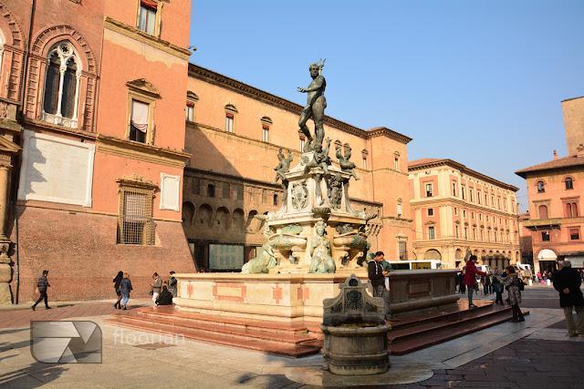 Fontanna Neptuna na placu Maggiore w Bolonii to główna atrakcja turystyczna Bolonii
