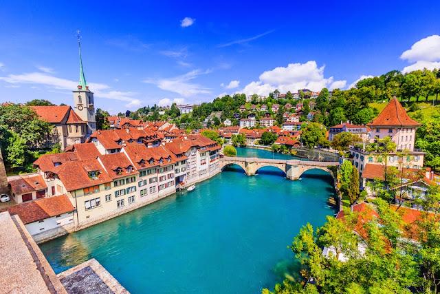 فرصة  لدراسة الماجستير في جامعة لوزان في سويسرا