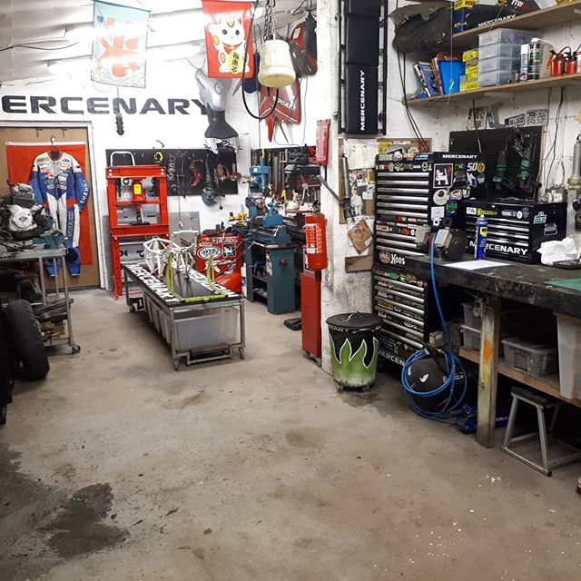 The workshop empty and (fairly) clean for the first time in about four or five years.