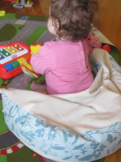 natural nursing pillow as sitting aid for baby eco novice