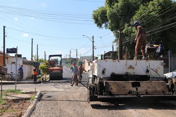 Prefeitura de Gravataí inicia o asfaltamento da rua Carlos Gardel