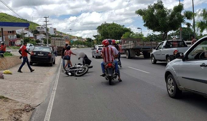 Duas motos colidem na Avenida João Fraga Brandão, em Jacobina