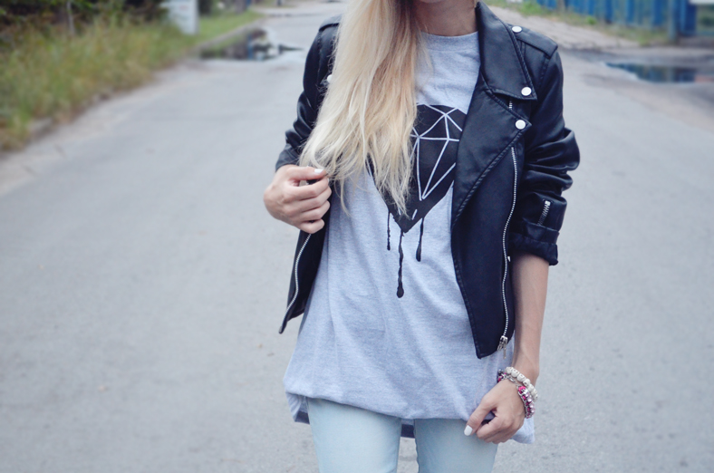 DIAMOND TEE, LEATHER BIKER JACKET & LIGHT BLUE SKINNY JEANS