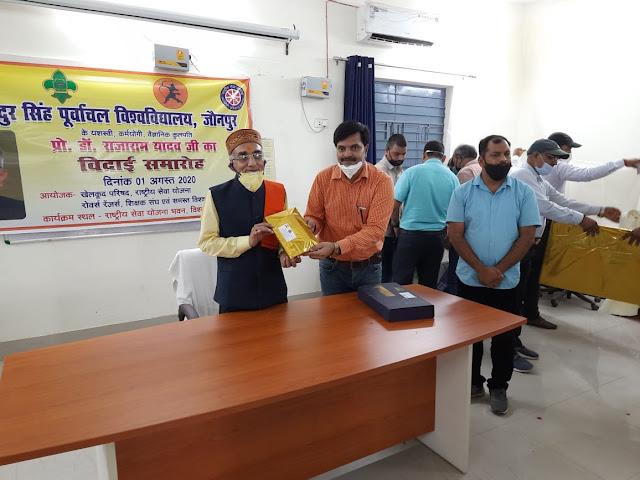 कुलपति को शिक्षक संघ, NSS के कार्यक्रम अधिकारियों ने दी भावभीनी विदाई  #NayaSaveraNetwork
